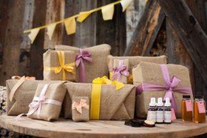 Подарки в мешковине